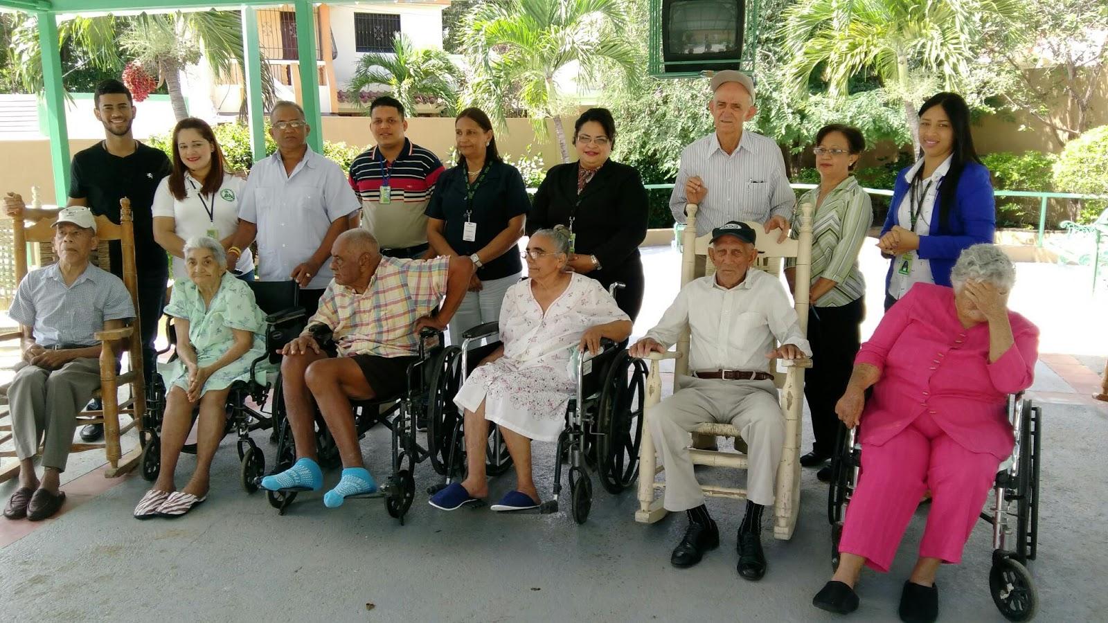 Piden a los empresarios de mao ayuda para el asilo de for Asilos para ancianos